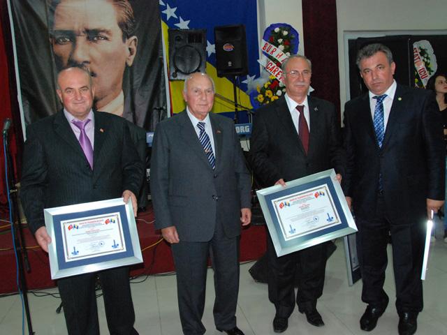 Baysak ve Şenel, Akova ile Alkan'a teşekkür ve onur belgeleri verdi...